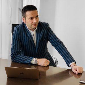 Luca-Vaccari-consulente-aziendale-in-spagna-profilo-linkedin-romano-artioli-bugatti-sezabiz